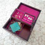 ダイソーの「貼れる布」でアンティークな宝石箱をリメイク