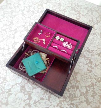 木彫りの宝石箱