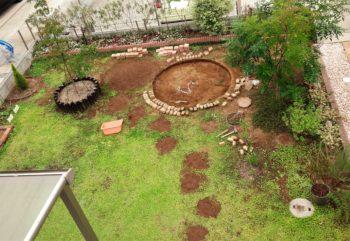 庭に小山を作る