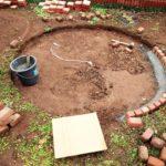 お庭にレンガサークルと小山をDIY (2)