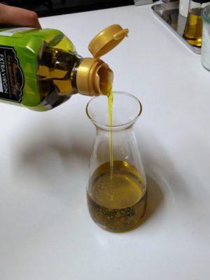 trudeauドリップレスオイルボトルの詰め替えやすさ