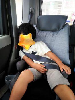車で子供が昼寝する対策